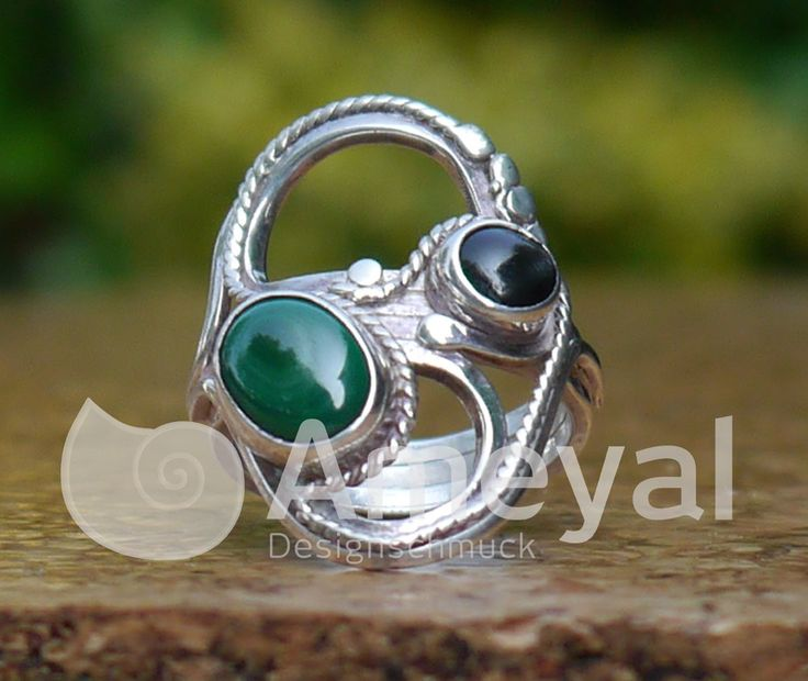 Silver ring with Black-star from Myanmar und Malachite from Colombia