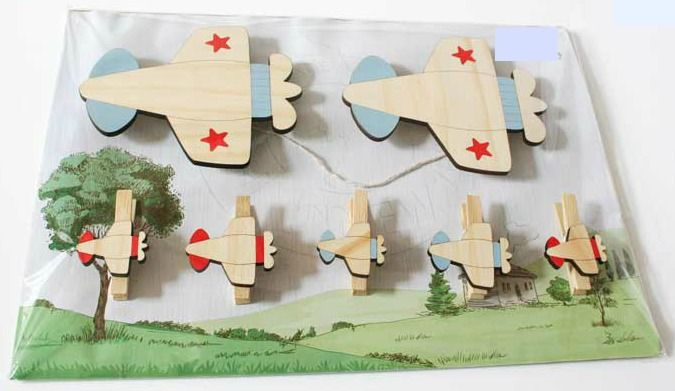 Our Airplane wall art pegs are the perfect way to display your child's masterpieces, favourite photos, notes etc  NZ$29.00 from Squoodles http://squoodles.co.nz/products/kids-wall-art-pegs/