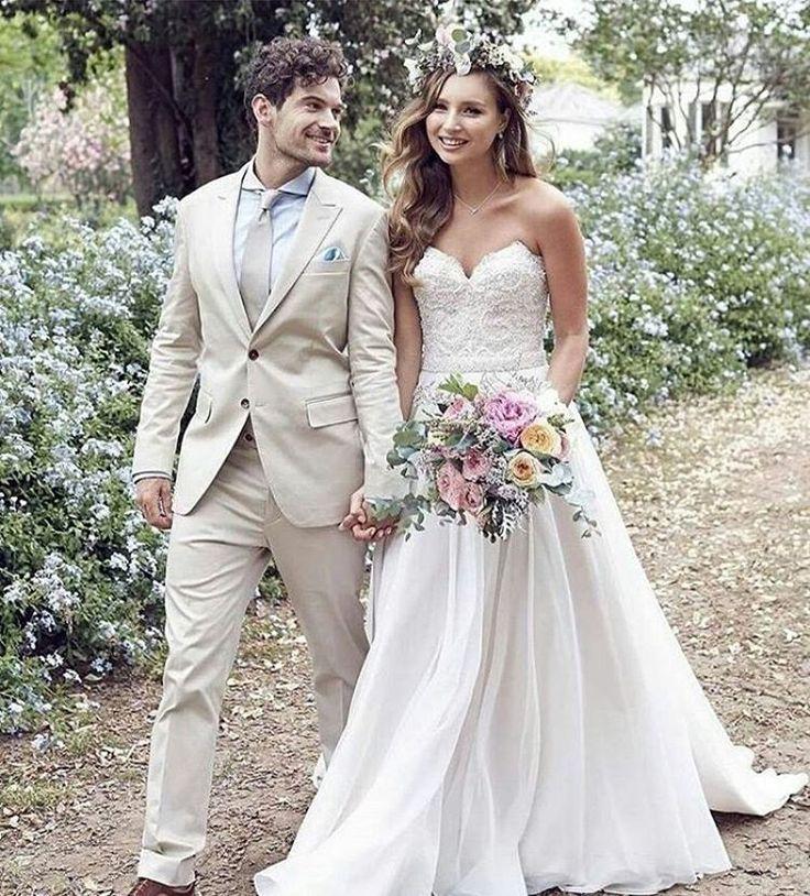 Jaki garnitur na ślub latem wybierze Wasz przyszły mąż?! Jasny czy ciemny? Granatowy, beżowy czy klasyczny czarny? #slubnaglowie #bomiloscjestwielka #mlodapara #brideandgroom #weddingfashion #garniturdoslubu #weddingsuit #weddinggown #sukniaslubna #rusticbride #rusticwedding #pannamloda #panmlody #groomstyle #bridal #summerwedding #slublatem #wesele #instaweddings #wedstagram #bridetobe #instaslub http://gelinshop.com/ipost/1524616234649743247/?code=BUohmM9F2-P
