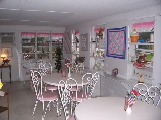 Muller's Old Fashioned Ice Cream Parlour (Chincoteague Island, VA)