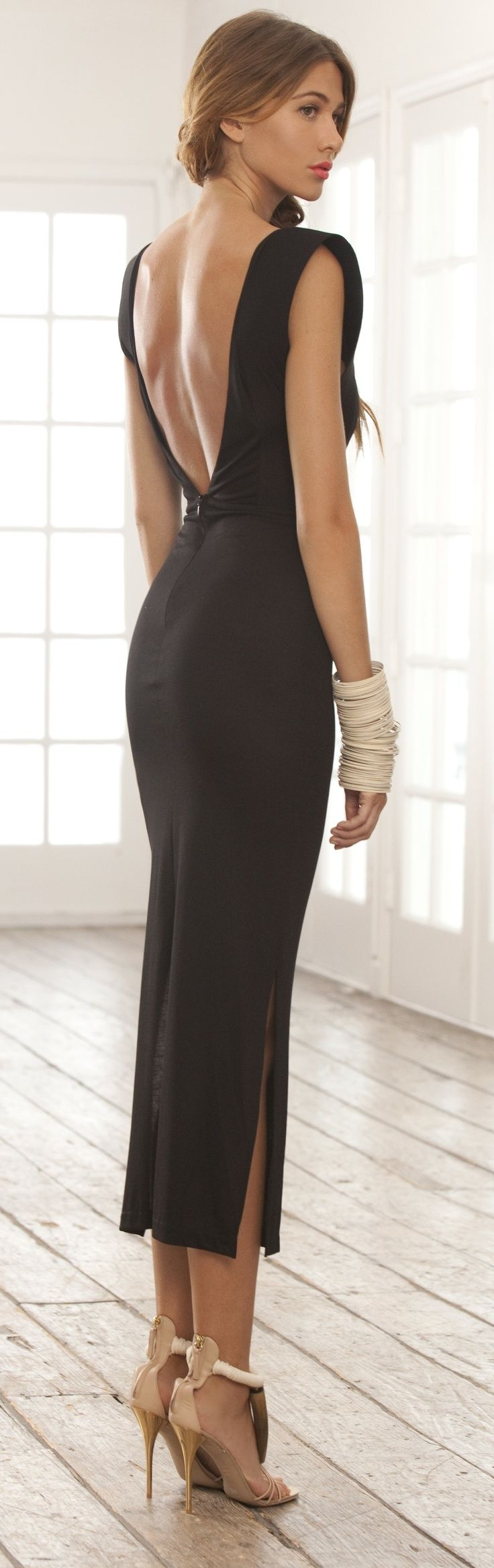 Classic Back Open Party Dress with High Heels.