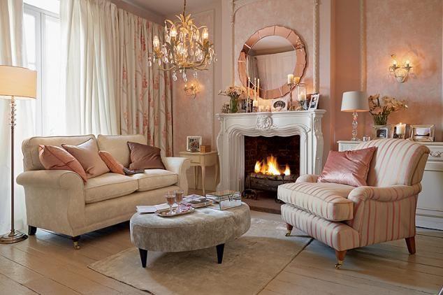 Romantycznie i nastrojowo w salonie Laury Ashley. #weranda #romantycznie #stylowo #nastrojowo #salon #beautifullivingroom #firewall