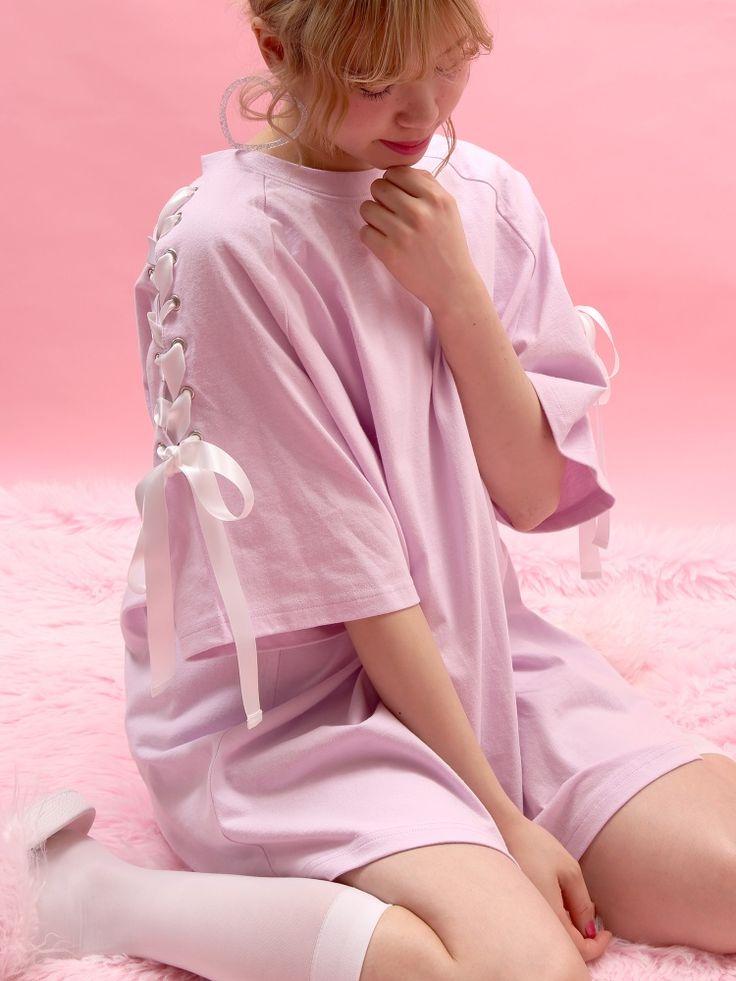 WC(ダブルシー)のWC/レースアップビッグTシャツ。渋谷109の人気ブランド/ショップの最新レディースファッションや新作、人気、おすすめアイテムをお届け。お得なイベント情報も