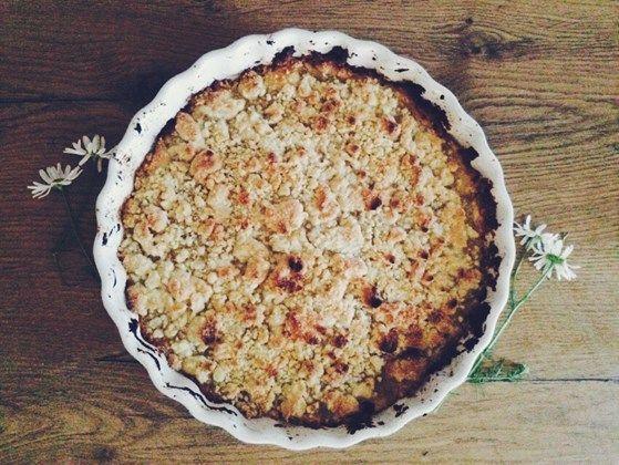 Bakade nyss världens godaste smulpaj med äppelmos i, äppelmoset går även att byta ut mot annan sylt så utmärkt om man inte har någon frukt hemma. Tänkte att jag