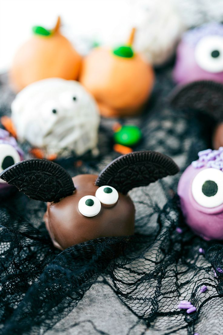 BAT OREO BALLS 4 adorable and festive Halloween Oreo Balls -- monsters, pumpkins, bats, and mummies; each made with 5 ingredients or less! via chelseasmessyapron.com