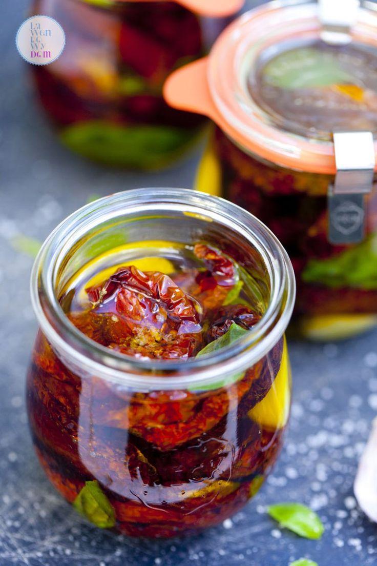 Domowe suszone pomidory w ziołowej zalewie. Prosta instrukcja krok po kroku…