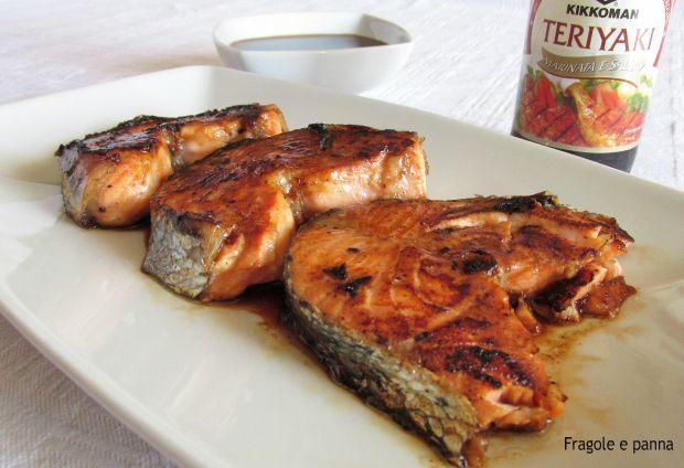 Buongiorno a tutte,stamattina parliamo del salmone in salsa teriyaki. Prima di palare della ricetta, con grande piacere vi informo che da oggi parte la coll