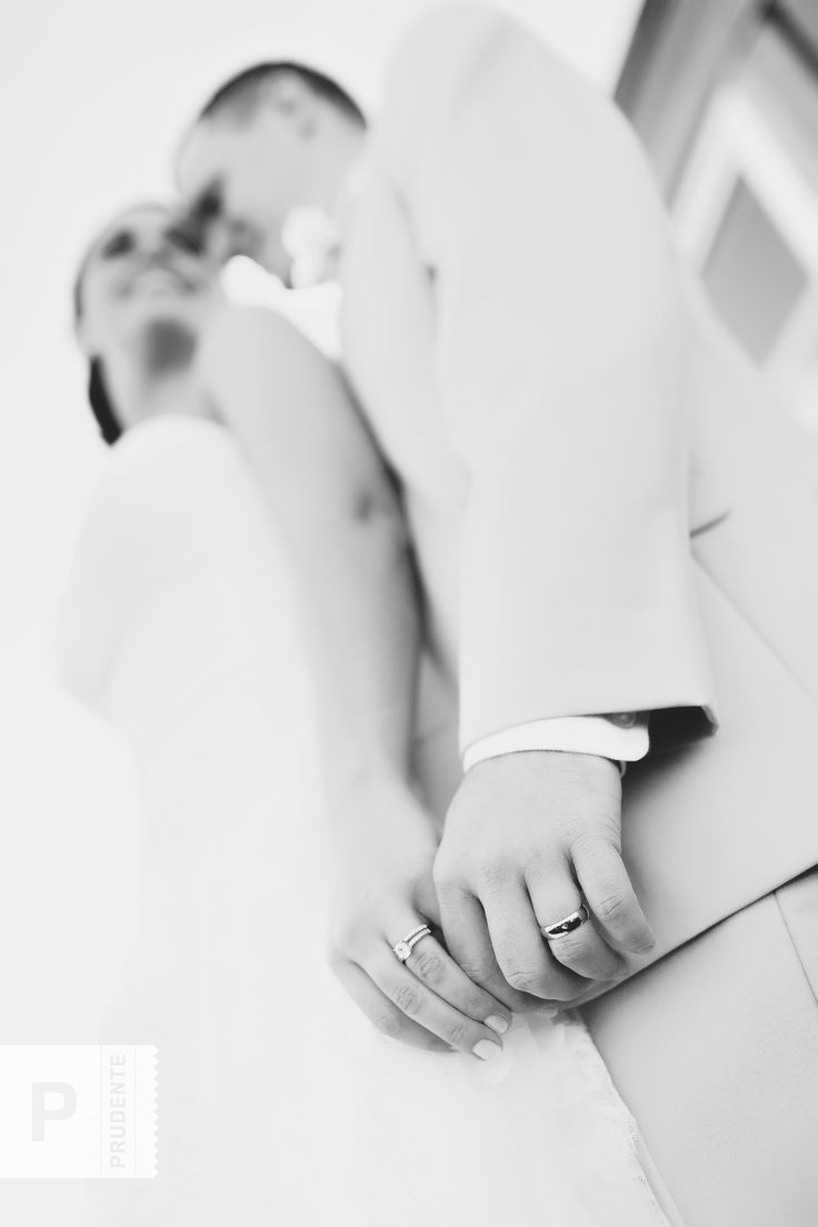 Great wedding photography posing ideas. Photographed by Prudente Photography - www.prudentephoto.com