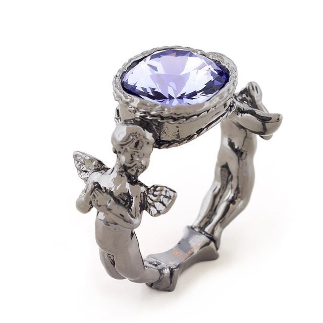 ✨:: Cherubs :: ✨ We've had a mini restock of our adorable cherubs! You can find this stunner in our offers page for just £20! Featuring a striking violet @swarovski crystal, hand carved cherubs & finished in ruthenium.   .  .  .  #BillSkinner #cherubs #prayingcherub #cherubjewellery #cherubjewelry #swarovski #swarovskicrystals #violet #cherub #ruthenium #rutheniumplated #crystals #stilllifephotography #jewellerydesign #jewellerylovers