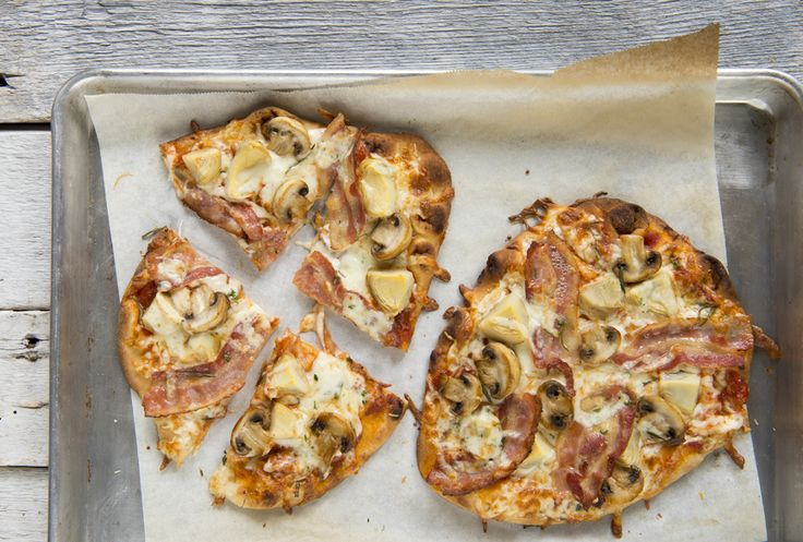 Pizza au artichauts, aux champignons et au bacon #recettesduqc #pizza #bacon