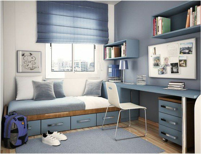 chambre d'ado garcon en bleu gris, tapis bleu, chaise en plastique blanc