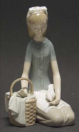 Lladro Lladro Figurines Girl With Dove - No Box