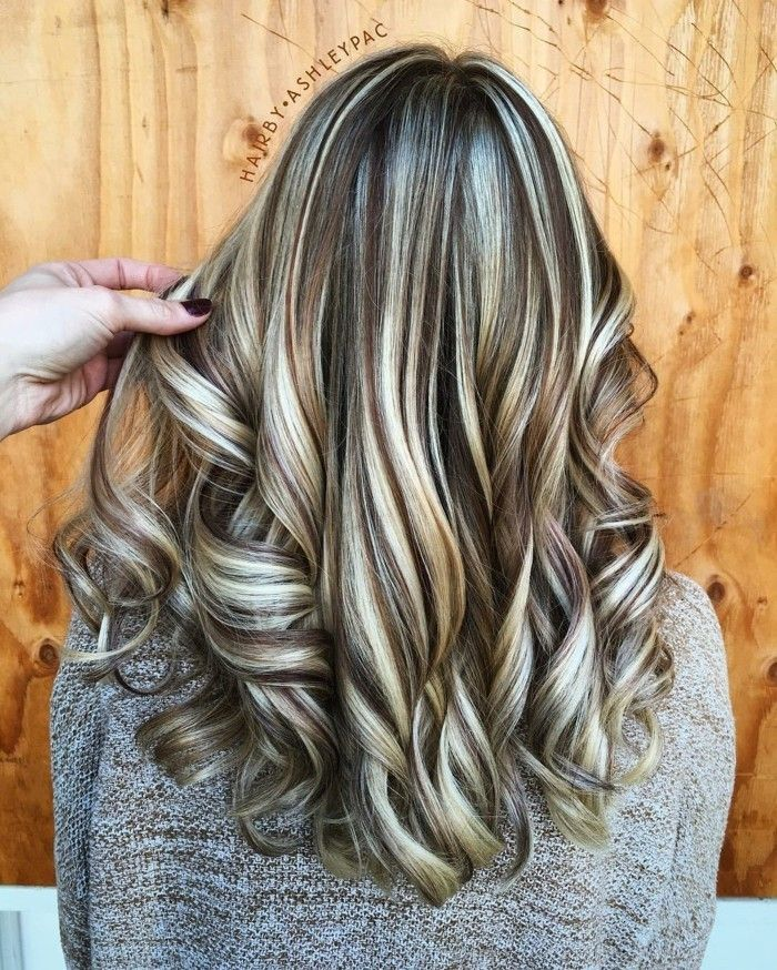 Blonde Strahne Welliges Haar Haare Mit Highlights Hellbraune Haarfarbe Braune Haare Blonde Highlights