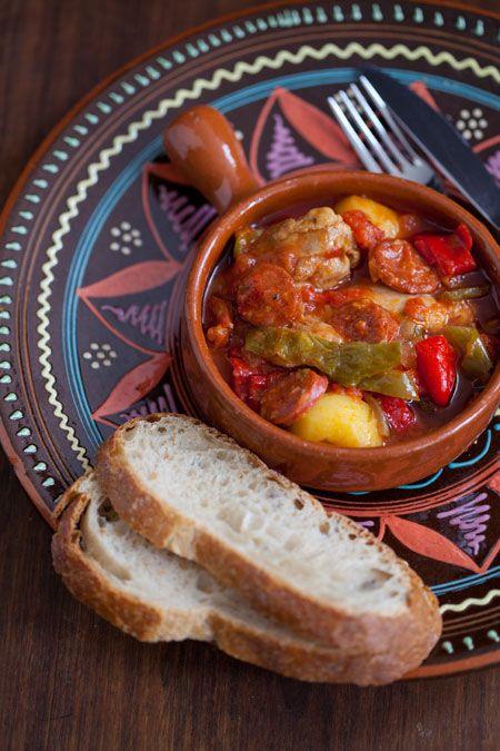 Guiso de pollo, chorizo y patatas (stoofpotje met kip, chorizo en aardappelen)