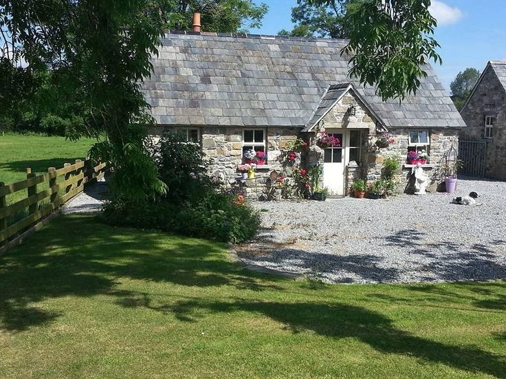 House in piltown, Ireland. This wonderfully serene & tranquil luxury Interior designed cottage is deceptively spacious with a large Living room with dbl sofa bed, bright spacious Bedroom with Luxury King bed, single fold away bed, travel cot, wood stove/kids safety surround...