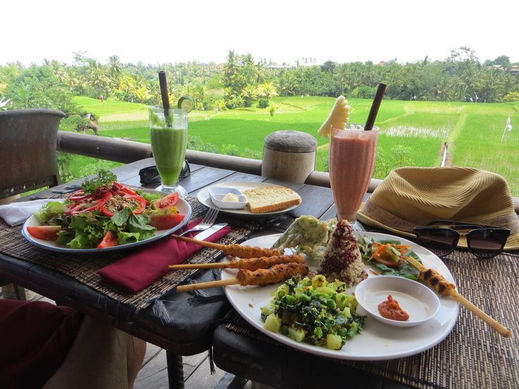 Although being on vacation is a great excuse to indulge a little and let loose on your diet, sticking to a healthy diet doesn't necessarily mean you have to eat tasteless food. Bali is home to some awesome clean eating,vegan and vegetarian restaurants so easy to find healthy, delicious meals. These Ubud Restaurants are fabulous,…