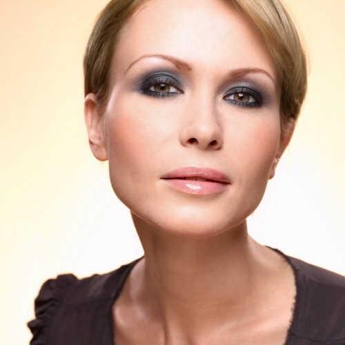 Are you going out tonight? This Smoky Eye Look is perfect for a night on the town and will be realized in only 10 minutes! #makeuptips #yvesrocher