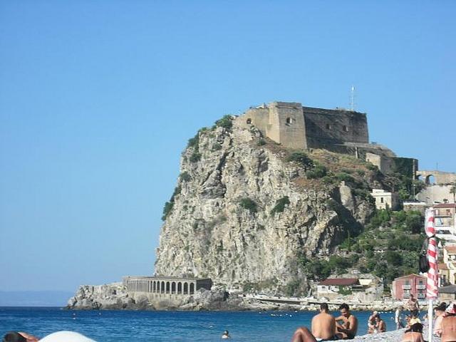 Castle by Marco Bellantone, via Flickr