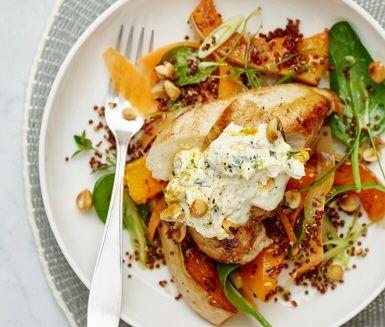 Recept: Kyckling med rostad pumpa och hasselnötter