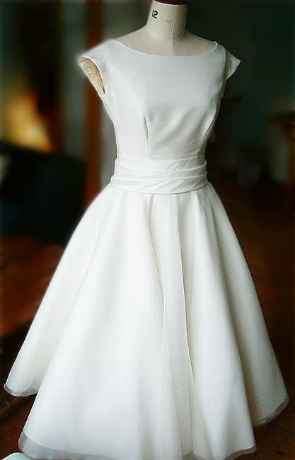 informal dress for the bride- Definitely love this dress...