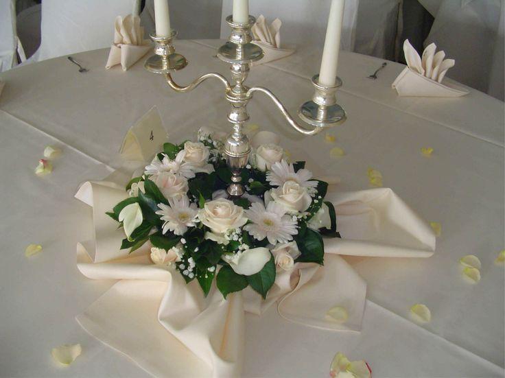 Blumenschmuck Hochzeit Kerzenständer Runde Tische Google Suche
