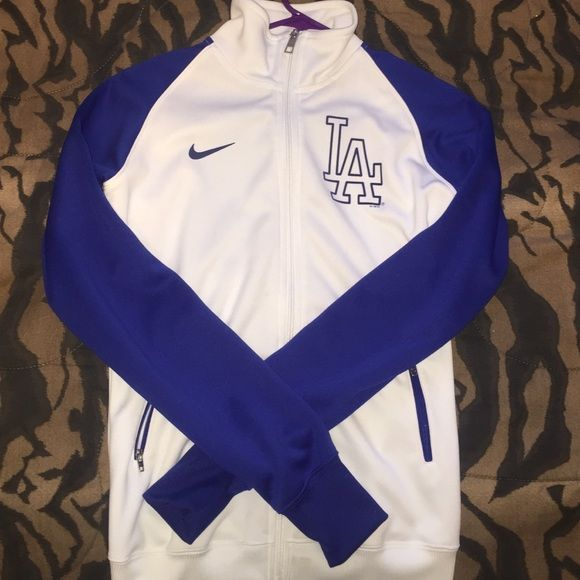 Official NIKE Dodgers Sweater! Perfect L.A Dodger Gear for those Dodger fans out there! ⚾️ *warm* Gently used Sweater Nike Sweaters