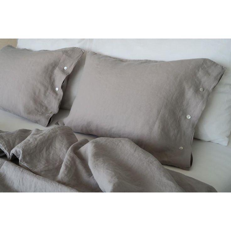 Nichts ist vergleichbar mit reinen Leinen, wenn es um das richtige Schlafklima geht. Die passende Bettwäsche für den Sommer und kuschelig warm im Winter.Was gibt es schöneres, als ein kuscheliges angenehmes Schlafgefühl? Edle...