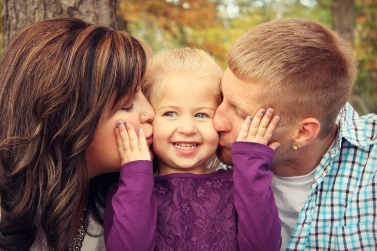 Great family photo idea! Photography, photos, family of 3, Family pictures session, pic
