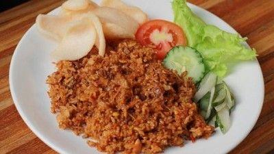 Sebagai salah satu makanan khas Indonesia, nasi goreng memiliki banyak ciri khas sesuai daerah di mana ia dibuat.
