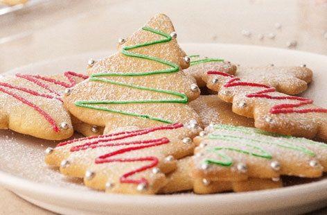 Biscotti semplicissimi da realizzare con cui colorare la tavola delle feste.