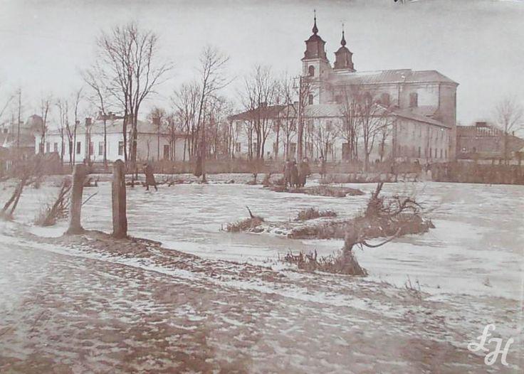 Fotografia z 1917 r. Kościół popijarski p.w. Przemienia Pańskiego, widok od strony obecnej ulicy Stawki.