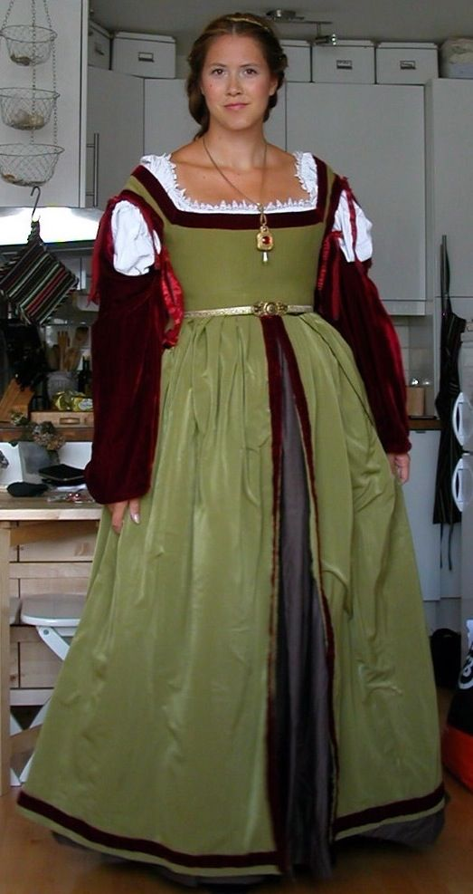 The Italian Showcase - Anea at the Realm of Venus:  A Florentine Outfit in the Style  of  the 1505/06