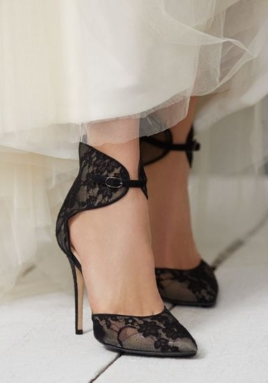 Black Lace Pumps | Monique Lhuillier