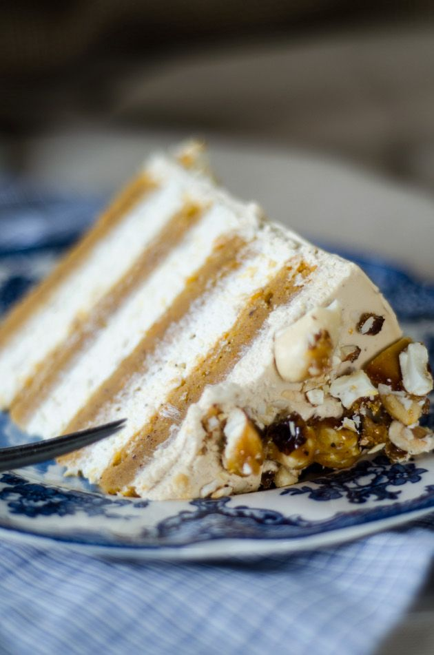Sweet Potato Cake with Brown Sugar Whipped Cream Cheese Frosting and Toasted Marshmallows Filling (Galet God Sötpotatis Tårta)