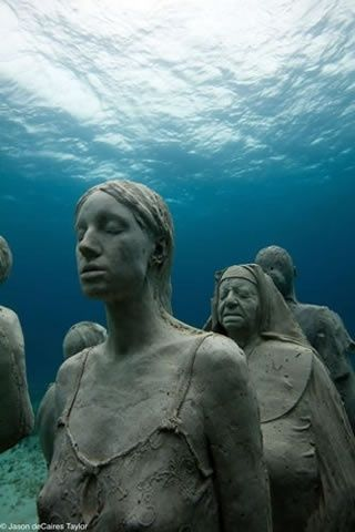 The Amazing Maldive Islands Part III(10 Pics)...but all I see are statues waiting to be seen by unsuspecting divers!!! O..O