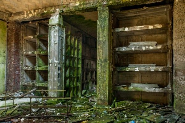 Atrium Of An Abandoned Crypt Hamilton Mausoleum Danse