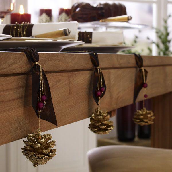 Deko für den Weihnachtstisch in Schokotönen - Goldzapfen-q  Rezept