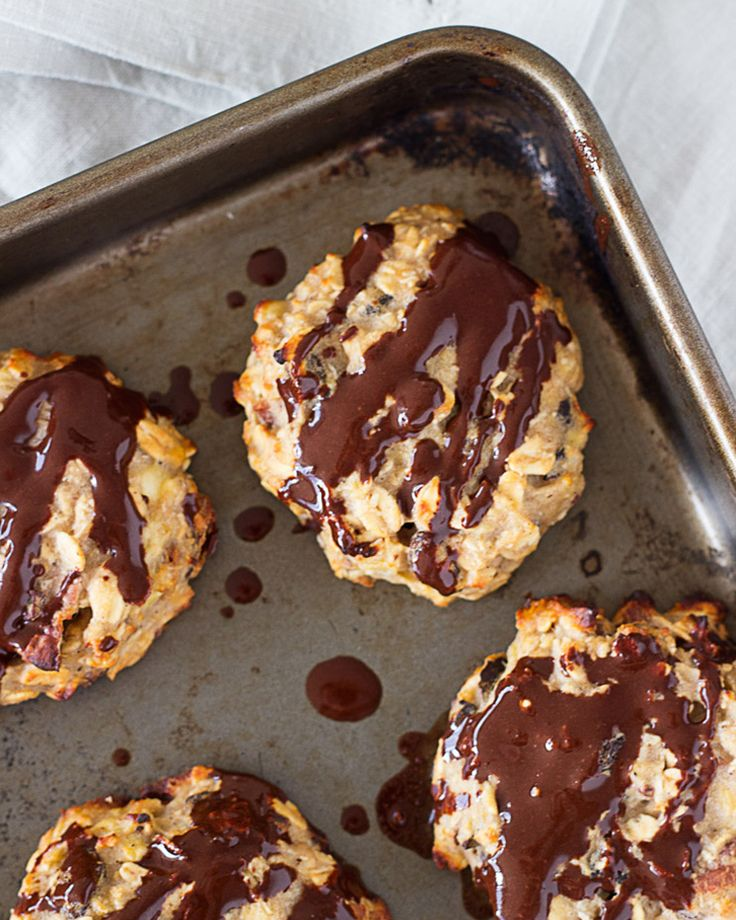 3. Banana, Oat, and Vanilla Protein Cookies #healthy #protein #cookies http://greatist.com/eat/healthy-cookie-recipes-packed-with-protein