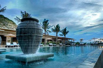 Mia Resort menghadirkan hunian eksklusif di tengah suasana yang tenang dan santai. Pantai indah berpasir putih terbentang di bagian depan resor, sementara bukit tropis nan hijau membentengi Mia Resort di bagian belakang. Menikmati keindahan alam di Mia Resort Nha Trang, para tamu akan merasa seperti berada di belahan bumi yang belum pernah ditemui sebelumnya. Pesan hotelnya disini http://www.voucherhotel.com/vietnam/cam-lam/