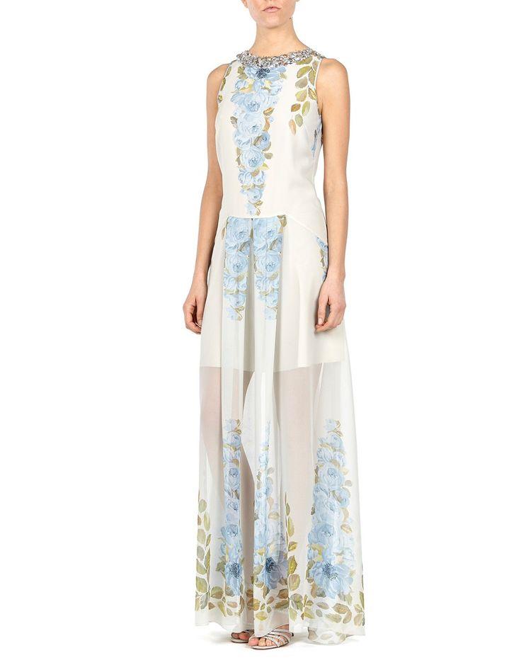 L'abito Blugirl lungo con stampa floreale e' delicatamente ricamato sul collo con perline e cristalli. Questo modello stretto in vita, attillato sul corpetto e con gonna a pieghe, e' leggero e perfettamente foderato, per evitare trasparenze.