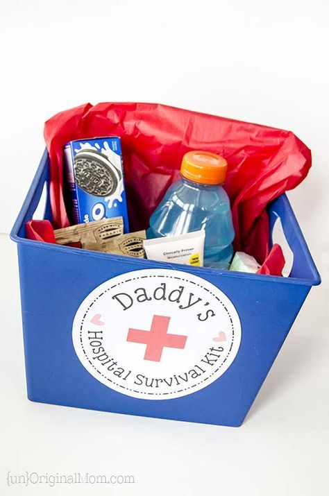 "Put together a small ""hospital survival kit"" for the daddy-to-be: a great list of things to include in daddy's hospital bag! (includes a free printable label!)"