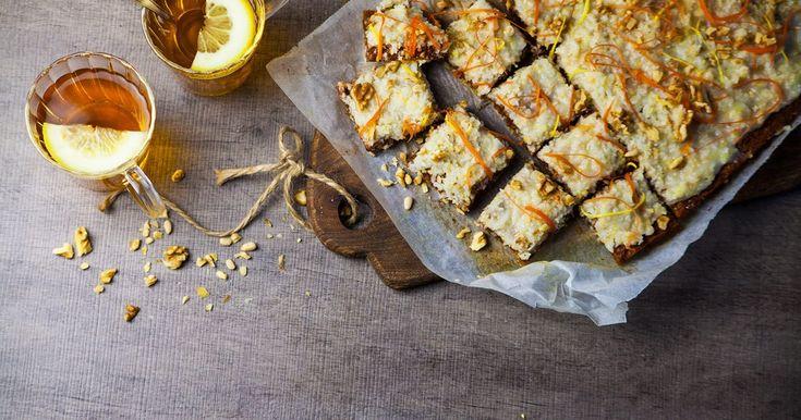 Recept på saftigt, veganska morotskaka med krämig kokosfrosting. Baka och njut!