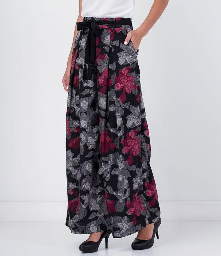 Calça feminina  Modelo pantalona  Estampa floral  Com cinto  Marca: Cortelle  Tecido: poliéster  Composição: 100% poliéster  Modelo veste tamanho: 36         COLEÇÃO INVERNO 2016         Veja outras opções de    calças femininas.