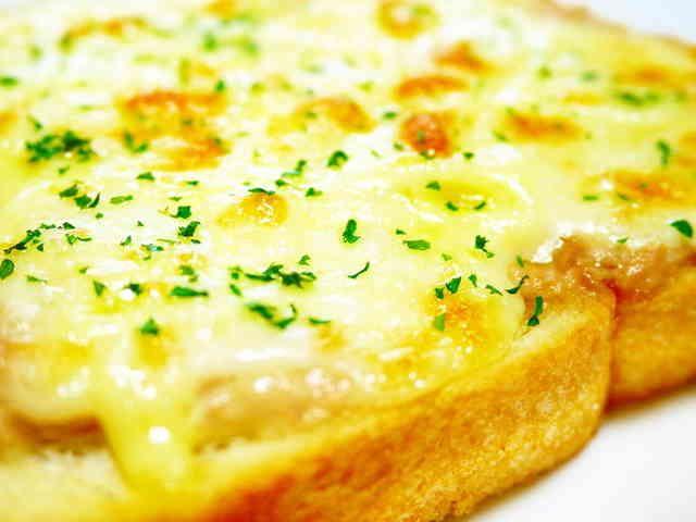 朝食のトーストに♪ツナマヨ☆ピザトーストの画像