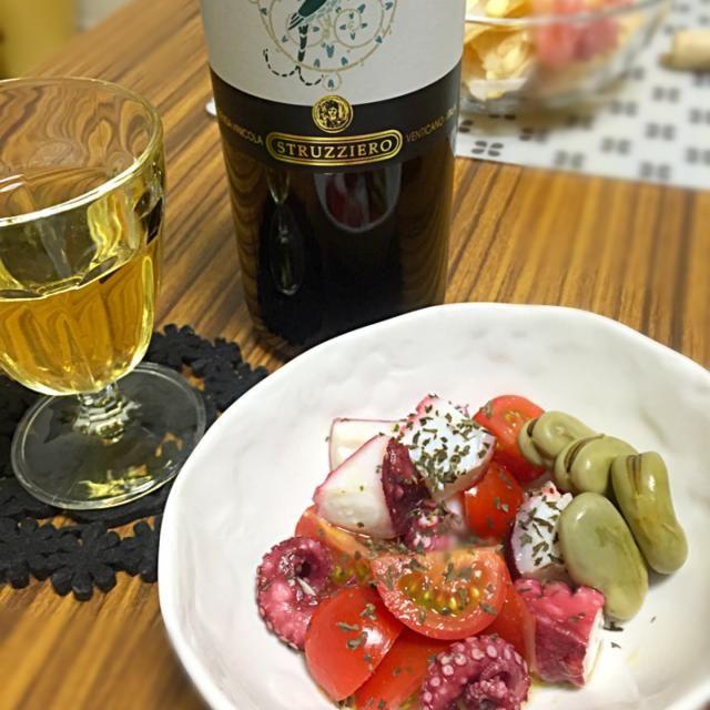 家ワインさんからモニターセットが届きました。 嬉しいです。ψ(`∇´)ψ ありがとうございます!✨✨✨  さっそく白からいただく事に。おいし〜い。  あ、あかん、ガブガブいってしまうかも。カンパーい!! - 77件のもぐもぐ - 家ワインさんから届いた〜! GRECO  DI TUFO & 蛸とトマトのマリネ by necousaco