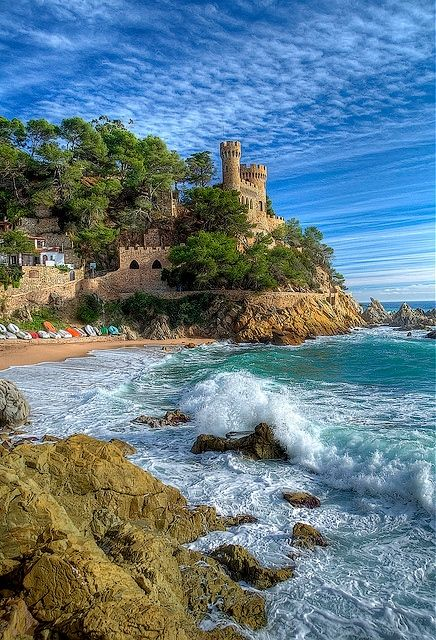 LLORET DE MAR, COSTA BRAVA SPAIN - I put salad cream on some cakes thinking it was custard - it was a £60 all inclusive weekend with rough table wine