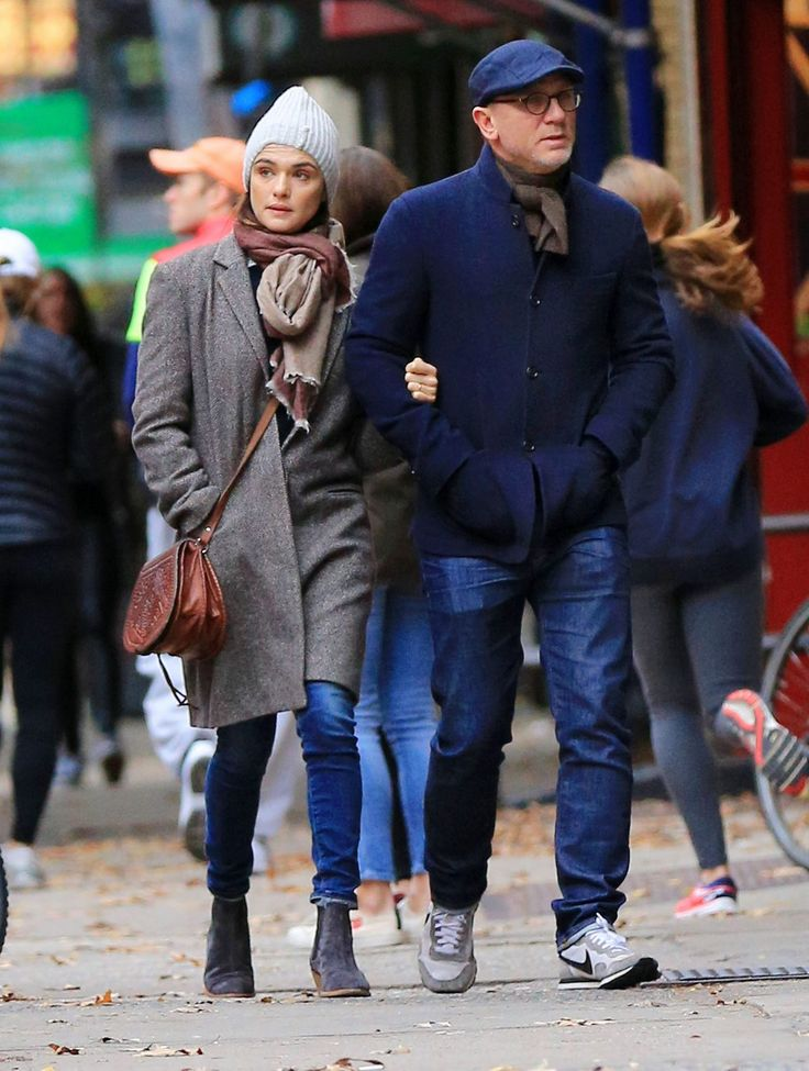 Daniel Craig and Rachel Weisz Romantic Stroll in NYCrd-1