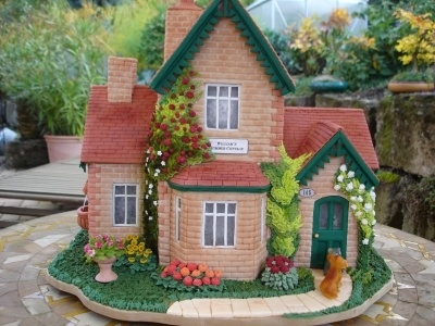 summer cottage gingerbread house By toskanaloewe on CakeCentral.com