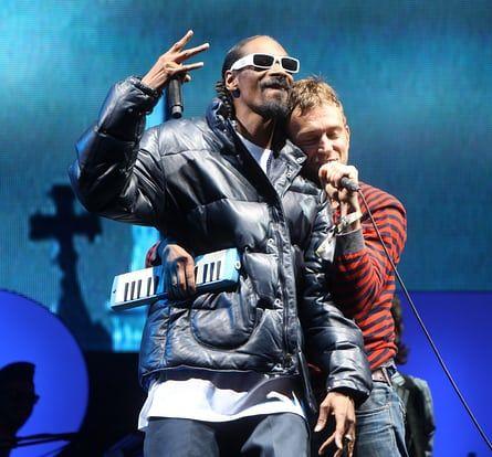 Damon Albarn with former Gorillaz collaborator Snoop Dogg at Glastonbury festival, 2010.