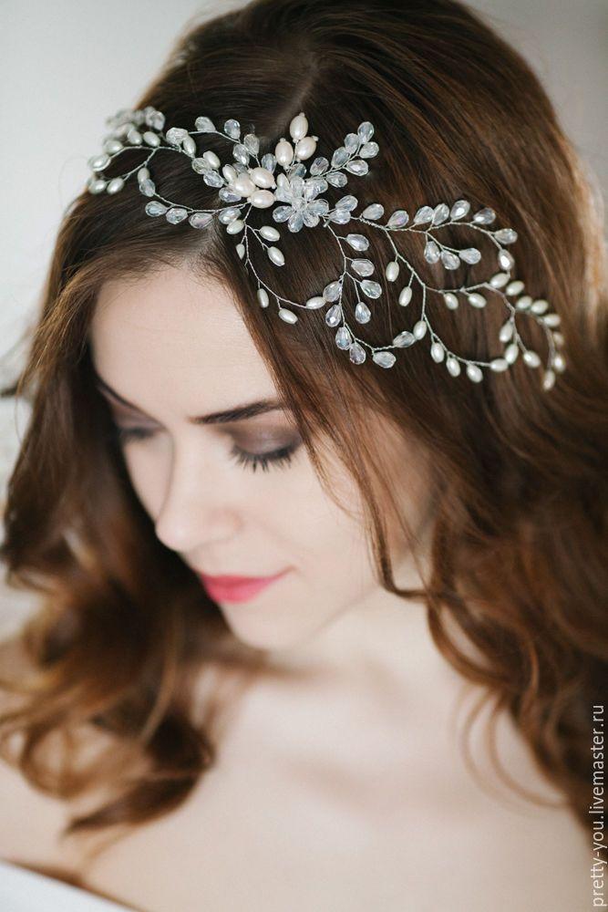 Купить или заказать Свадебный венок для волос. Украшение для невесты, веточка в прическу в интернет-магазине на Ярмарке Мастеров. Свадебное украшение в прическу ручной работы. Невероятный венок для невесты, из стеклянного жемчуга, и хрусталя потрясающей огранки в форме 'груша'. Сложные 'природные' переплетения, много воздуха и мерцания. Объемный - но легкий, заметный - но нежный, необычный венок для необыкновенной невесты. Украшение в полуобхват головы, крепится на гребень в ц...